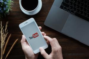 هل تريد تنزيل مقاطع فيديو YouTube